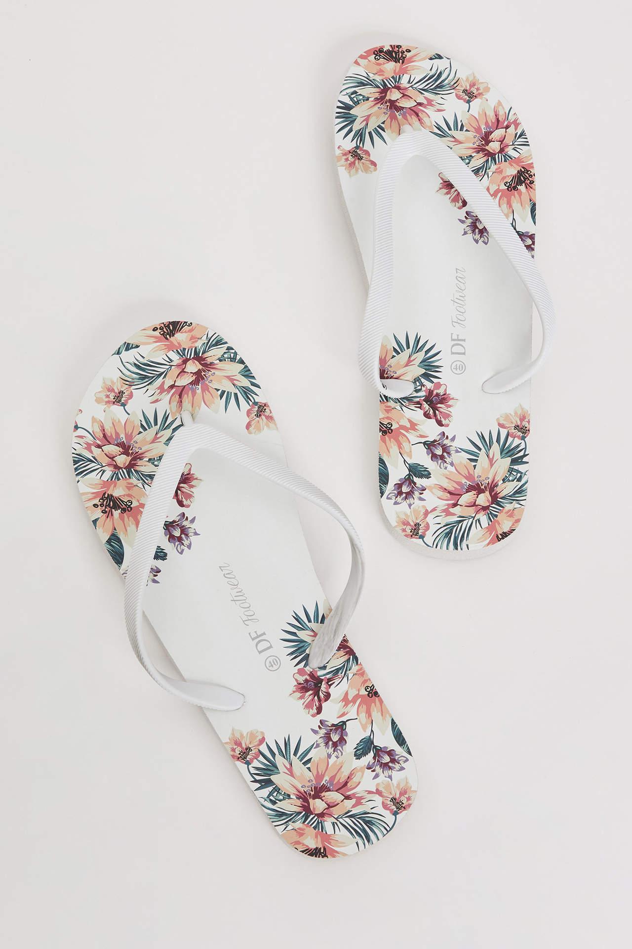 DeFacto Kadın Çiçek Baskılı Parmak Arası Terlik Beyaz female