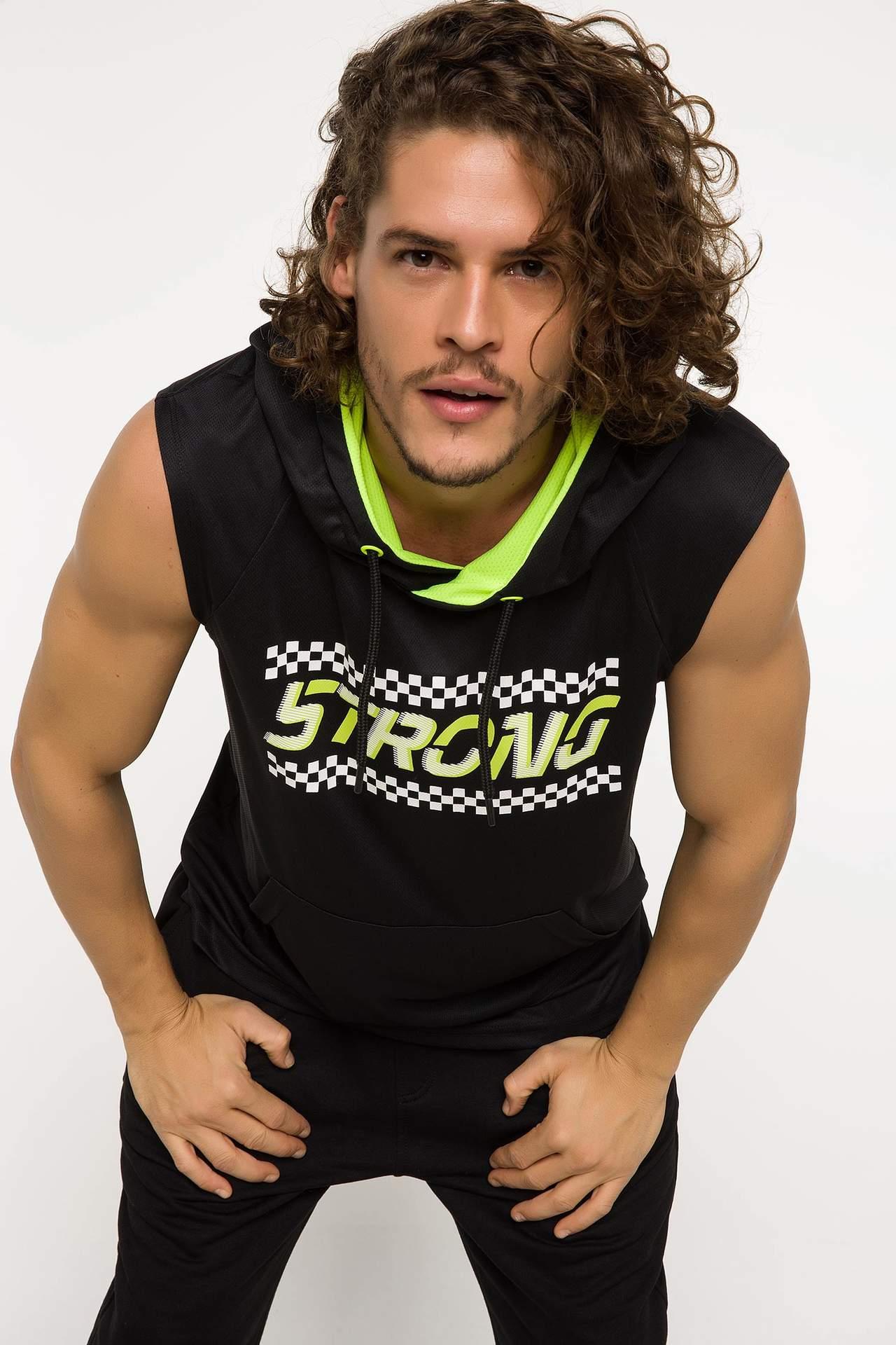 DeFacto Erkek Kapüşonlu Baskılı Kolsuz Sporcu Sweatshirt Siyah male