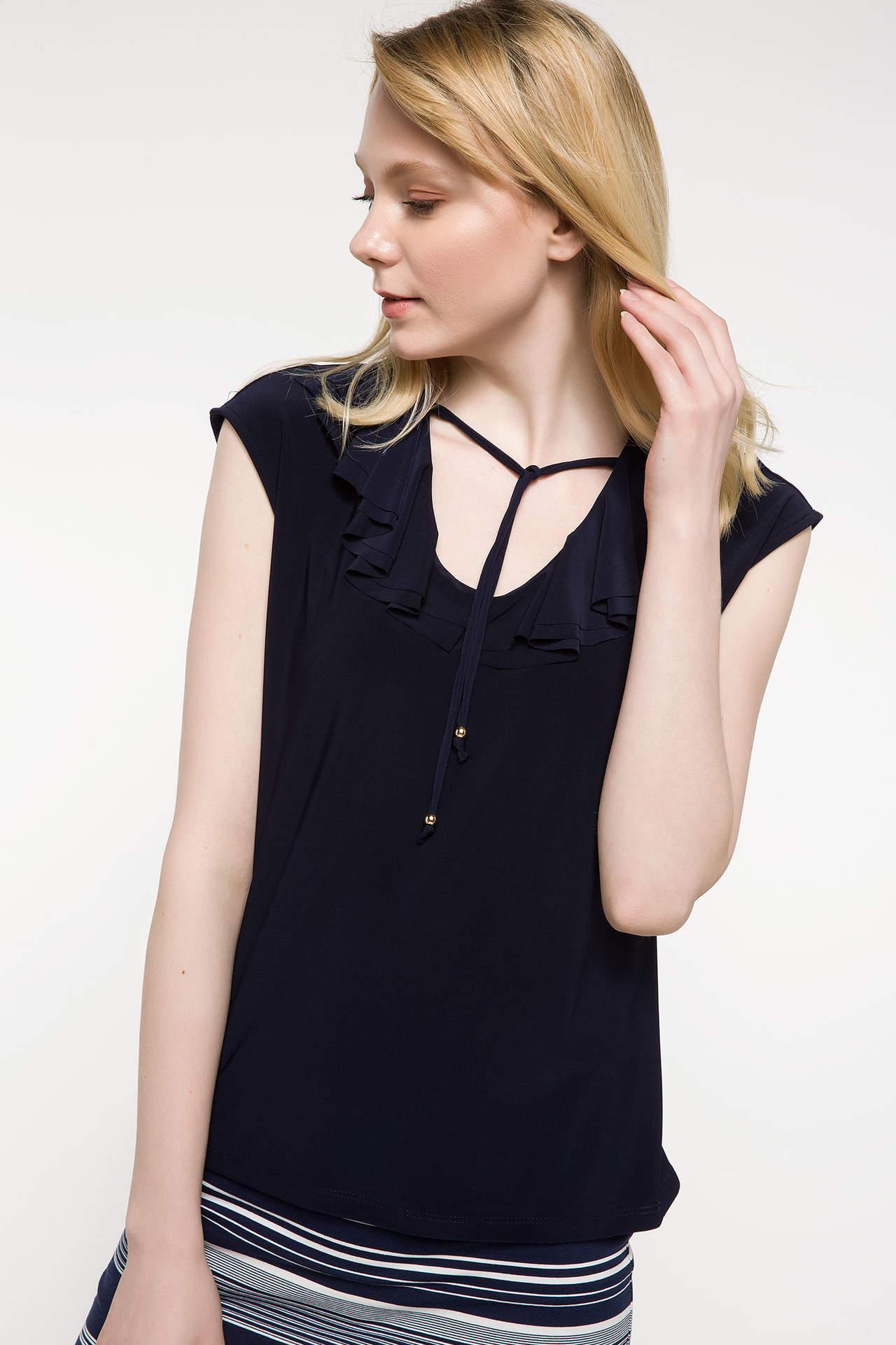 DeFacto Kadın Yaka Detaylı Kolsuz Bluz Lacivert female