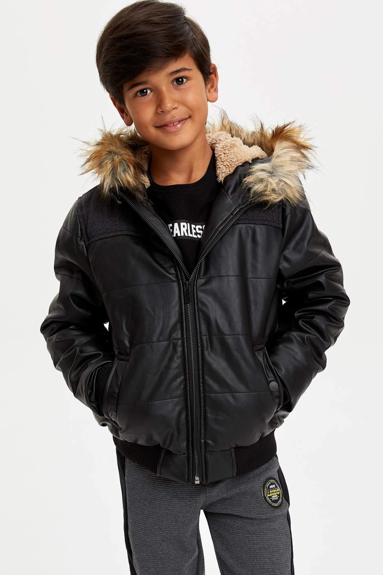 DeFacto Erkek Çocuk Suni Kürk Detaylı Kapüşonlu Şişme Mont Siyah male