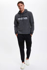 Kapüşonlu Regular Fit Baskılı Sweatshirt