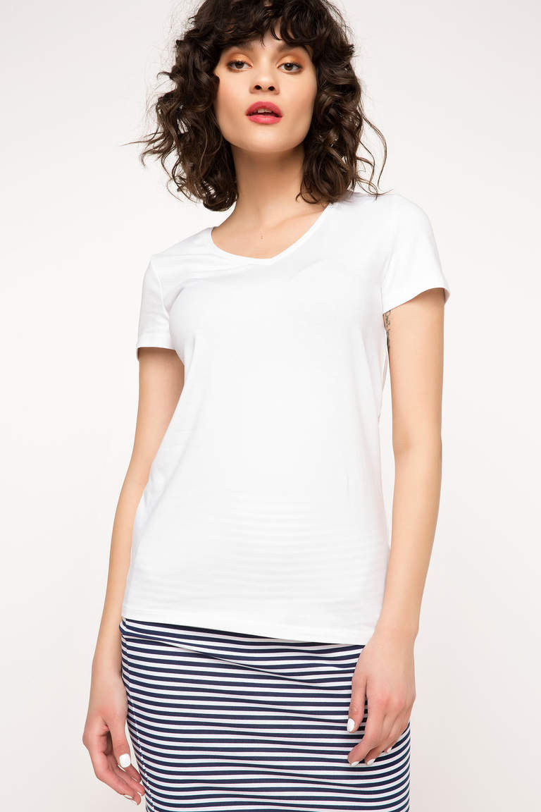 V Yaka Basic T-shirt