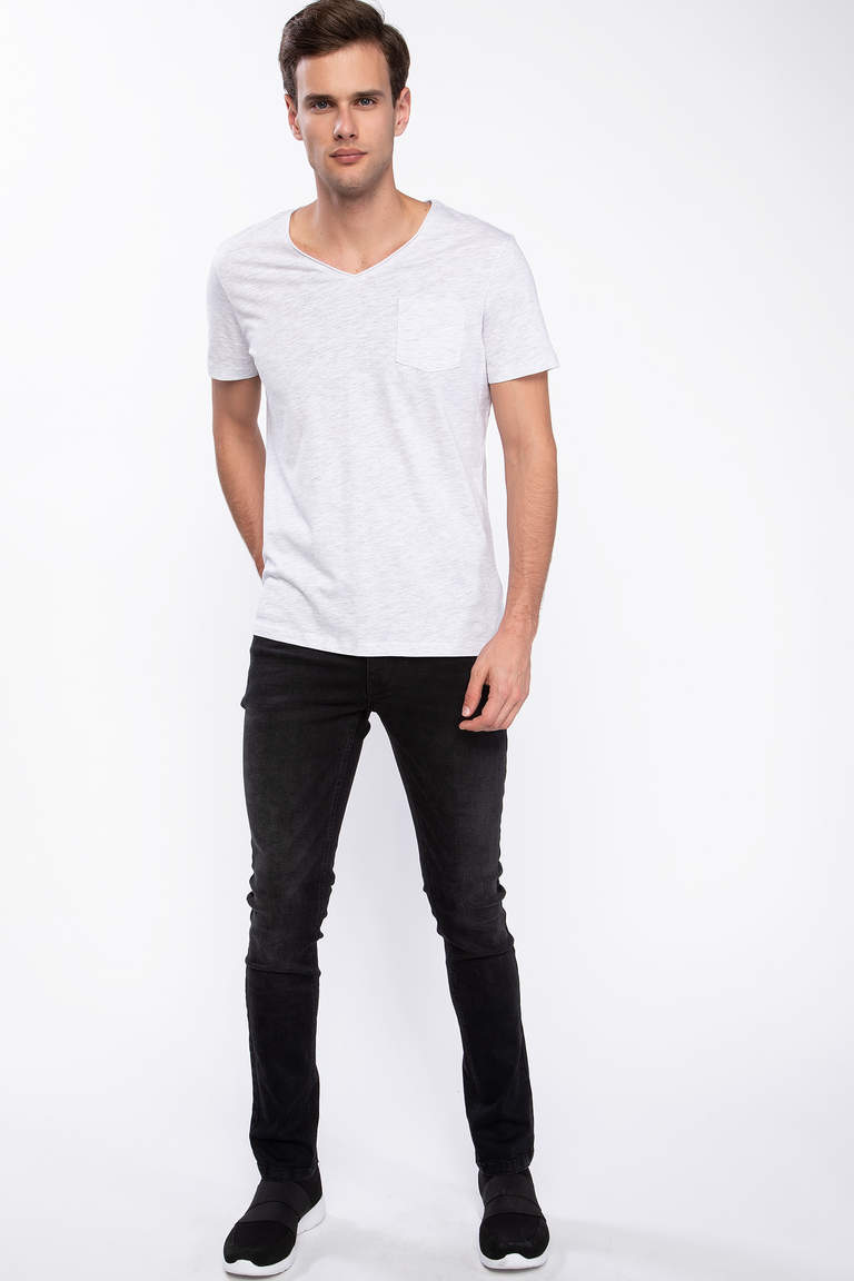 Tek Cepli V Yaka Slim Fit T-shirt