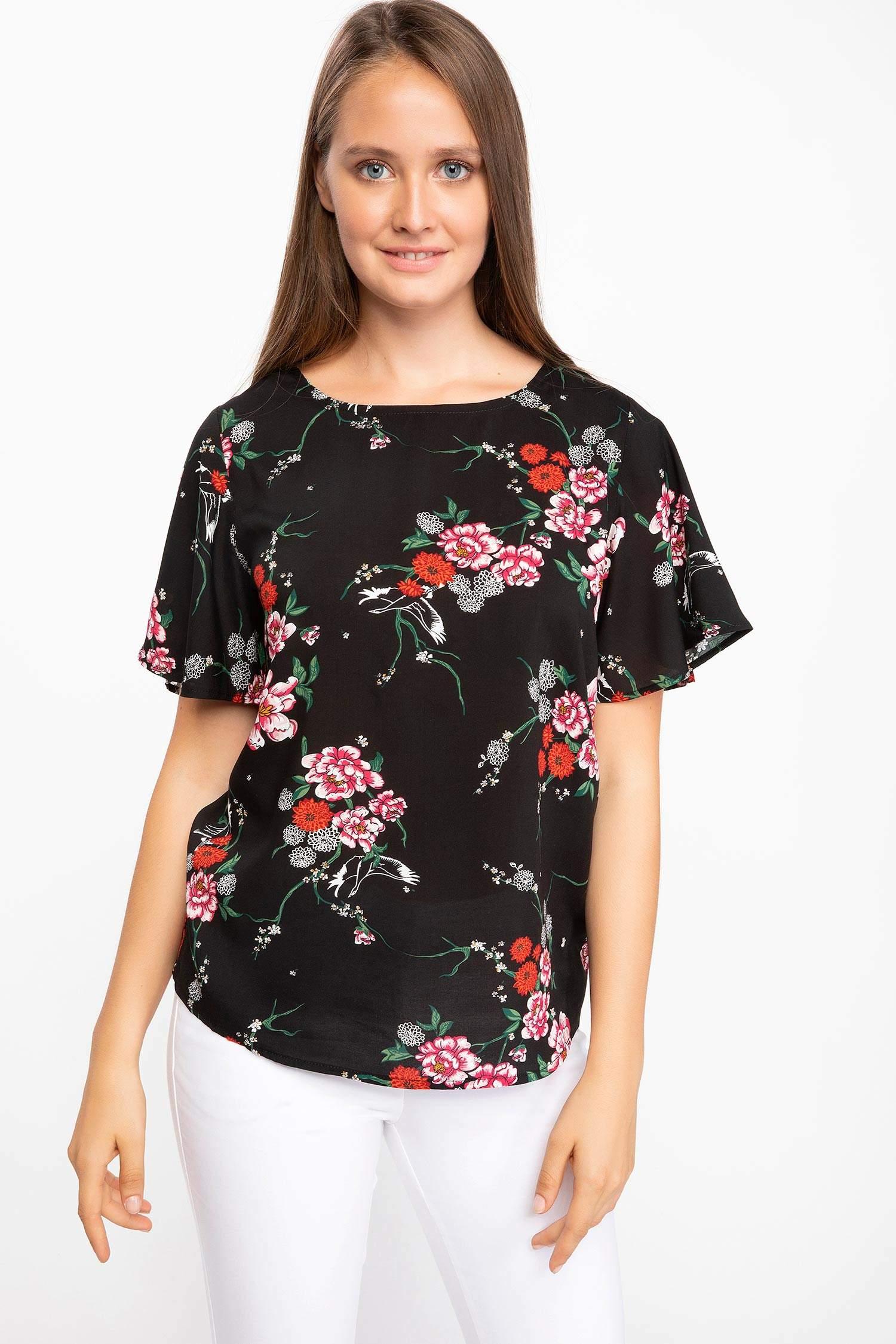 030b0b31917aa Siyah Kadın Kolları Volan Detaylı Çiçek Desenli Bluz 863403 | DeFacto