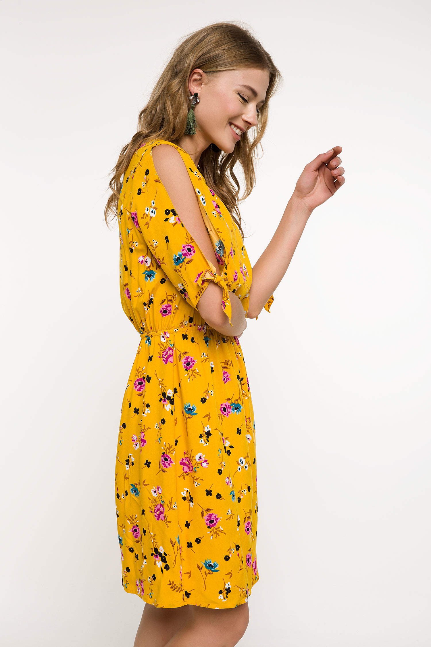 dd38eaf026e18 Sarı Kadın Omuzları Dekolte Detaylı Çiçek Desenli Elbise 830179 | DeFacto