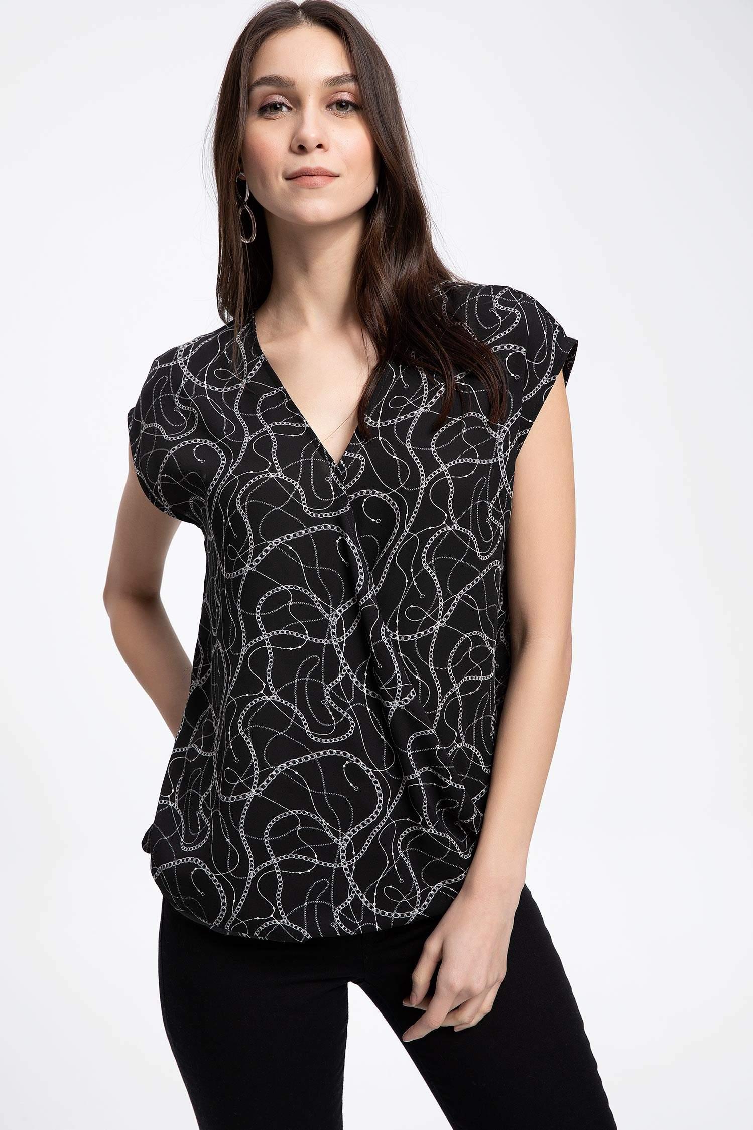 26df698c4e790 Siyah Kadın Zincir Desenli V Yakalı Uzun Kollu Bluz 962811 | DeFacto