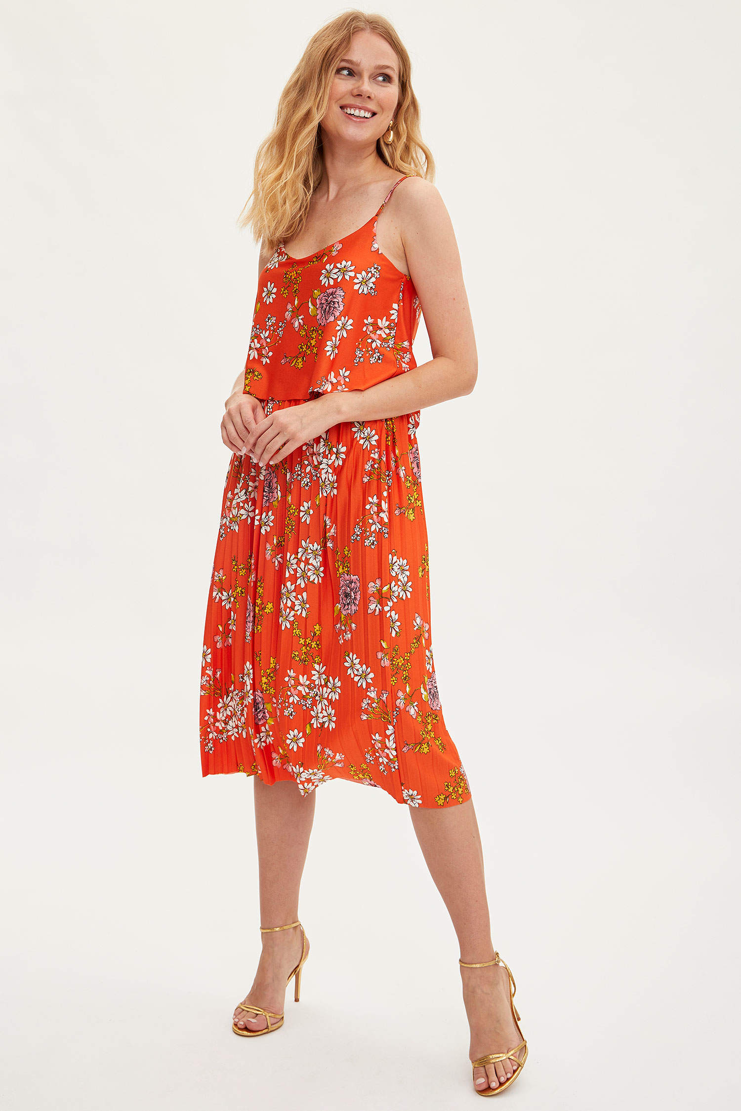 6b1e89cfe6135 Kırmızı Kadın Askılı Çiçekli Uzun Elbise 1033329 | DeFacto